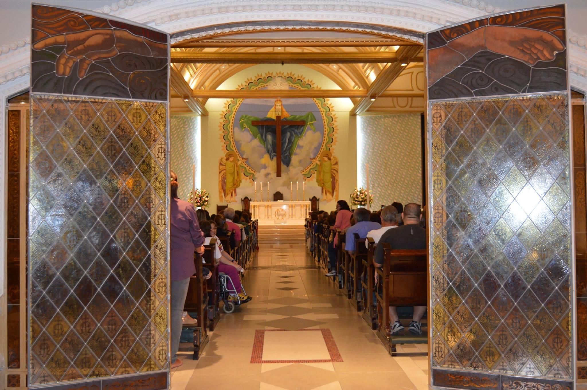 Decoração de casamento na paróquia Santíssima Trindade