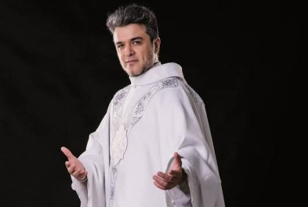Padre Marcos participa do Programa Mais Você.