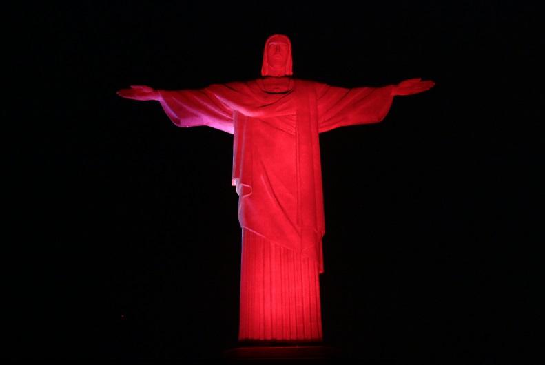 Iluminação no Cristo Redentor alerta para doenças cardiovasculares
