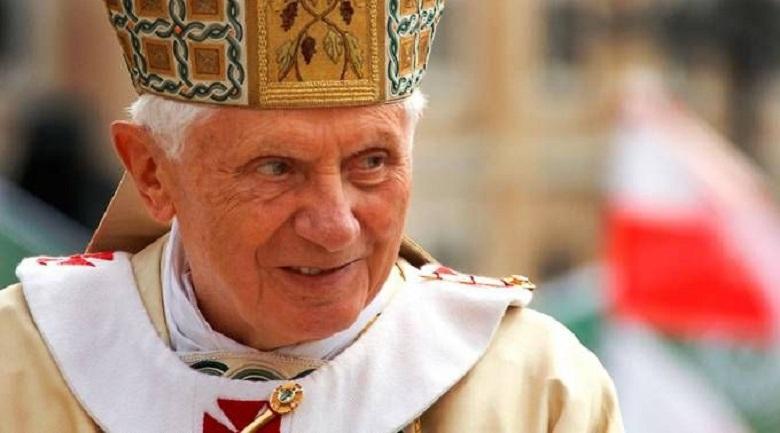Bento XVI teve um amor de juventude? Escritor revela em livro