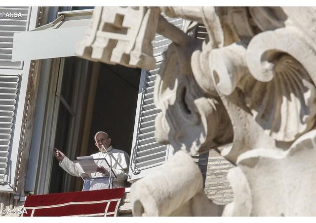 Angelus: afeto, oração e lágrimas pelos cristãos odiados no mundo