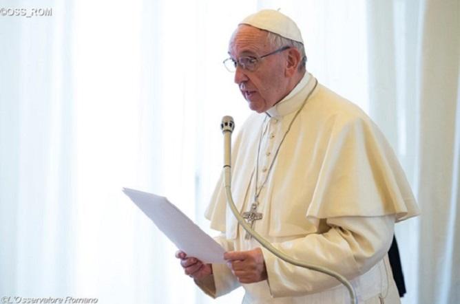 Papa pede esforços contra máfias e contrabando de migrantes
