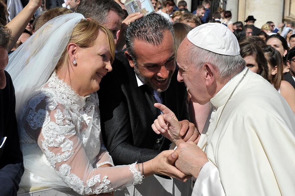 """Igreja deve amparar quem tem a """"coragem"""" de se casar"""