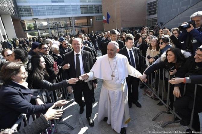 O Papa na Universidade Roma Tre: ser artesãos de diálogo e de paz