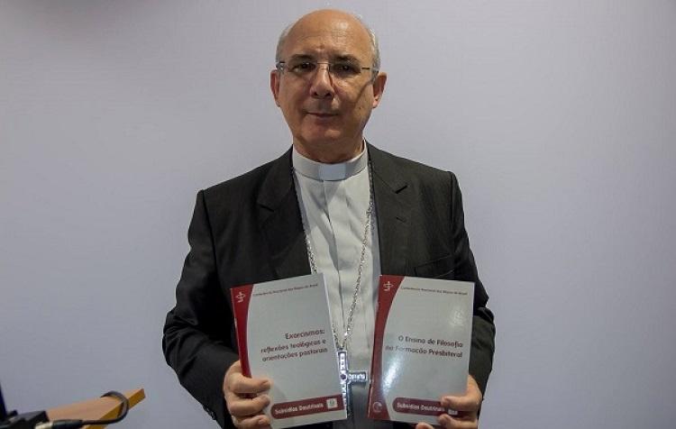 Subsídios: ensino da filosofia na formação de padres e exorcismo