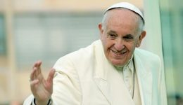 Papa: o amor de Jesus é desarmado, mais forte que o ódio