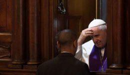 """Papa Francisco atenderá confissões no Vaticano durante """"24 horas para o Senhor"""""""