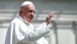 O Papa: os santos nos lembram que a santidade pode florescer em nossas vidas