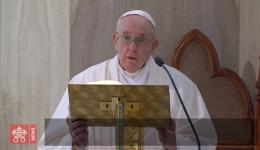 """O Papa reza pelas mães grávidas e alerta para o risco da fé """"virtual"""""""