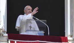 """Francisco: """"Podemos tornar-nos terreno fértil para a Palavra de Deus"""""""